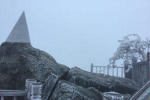 Nhiệt độ giảm sâu, băng giá xuất hiện ở Fansipan