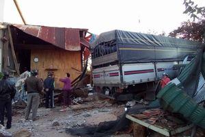 Lâm Đồng: Xe tải lao vào nhà lúc rạng sáng, cả gia đình thoát chết