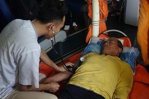 14 giờ vượt biển dữ cứu ngư dân nguy kịch trên biển