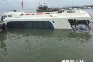 Trục vớt tàu cao tốc gặp sự cố bị chìm tại Cần Giờ