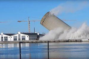 Nổ mìn lỗi, tháp bê tông đè bẹp thư viện