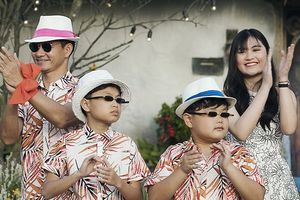 Xuân Bắc nắm tay 2 con trai lần đầu trình diễn thời trang khiến khán giả thích thú