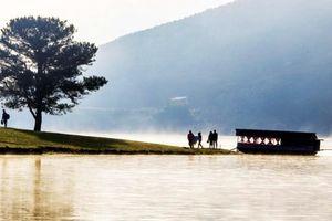 Phát hiện thi thể nam thanh niên đeo ba lô chứa 3 cục đá lớn trên hồ Suối Vàng Đà Lạt