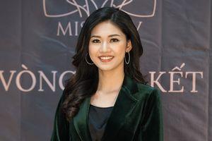 Á hậu Thanh Tú diện đồ cá tính tự tin trên ghế giám khảo