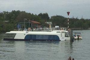 Chùm ảnh: Kéo tàu cao tốc gặp nạn ở Cần Giờ vào bờ