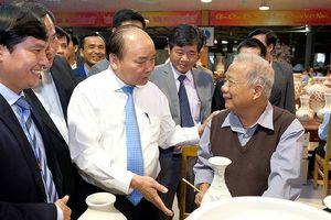 Thủ tướng thăm làng nghề gốm Chu Đậu