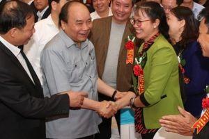 Toàn cảnh: Thủ tướng đối thoại với nông dân Việt Nam