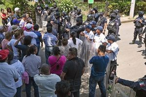 Điều tra các vụ bạo loạn trong tù