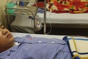 Bác sĩ bị người nhà bệnh nhân đánh bất tỉnh khi đang cấp cứu