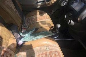 Lào Cai: Điều tra vụ kẻ gian đập kính nhà dân và xe ô tô