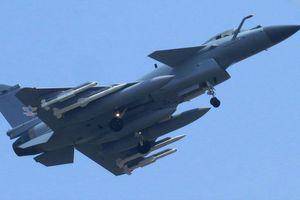 Tiêm kích J-10 sau nâng cấp có phải là đối thủ của F-16 Block 52 Plus?