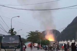 Bắc Kạn: Lửa bùng cháy dữ dội tại một nhà dân ở thôn Bản Tèng