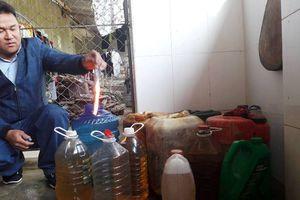 Kỳ lạ giếng nước sinh hoạt biến thành giếng dầu hỏa