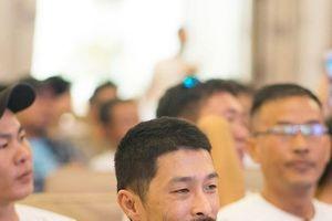 Johnny Trí Nguyễn 'xuống sắc' như thế nào ở tuổi 44?