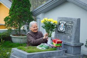 Nhà nhà thắp hương tảo mộ tổ tiên dịp tết Thanh minh