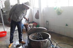 KỲ LẠ: Sau trận mưa, giếng nước sinh hoạt thành giếng dầu