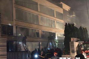 Cháy xưởng sản xuất bánh ở TP.HCM, 200m2 nhà xưởng bị thiêu rụi