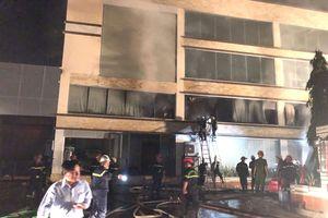 Đang cháy lớn tại nhà xưởng Công ty Bánh kẹo Á Châu, TP HCM