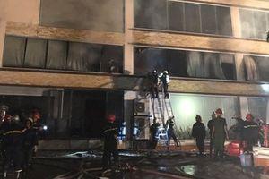 Xưởng bánh kẹo 2.000m2 mới được xây dựng bất ngờ phát hỏa