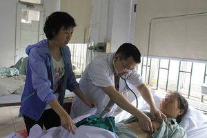 Khách du lịch nước ngoài nhập viện khẩn cấp vì nhồi máu cơ tim, may mắn đã được bác sĩ Việt Nam cứu sống kịp thời