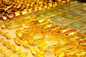 'Nóng' địa chính trị, giá vàng tăng