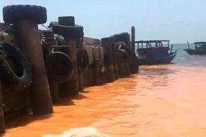 Thông tin ban đầu về vệt nước màu vàng hồng tại bờ biển Quảng Bình