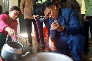 Hà Tĩnh: Giếng nước của nhiều hộ dân bị nhiễm dầu