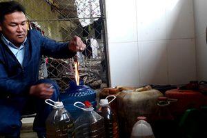 Công an vào cuộc điều tra vụ giếng nước của người dân bị nhiễm dầu