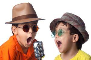 Làm gì khi con nhỏ suốt ngày hát nhạc người lớn?