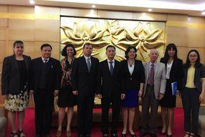 Đoàn đại biểu Viện Cuba hữu nghị với các dân tộc thăm Việt Nam