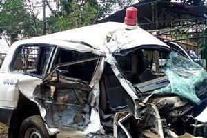 Xe cứu thương tông hai xe, ba người tử vong