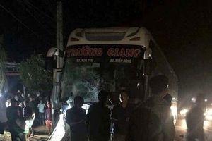 Yêu cầu làm rõ vụ xe máy va ôtô cứu thương, 3 người chết