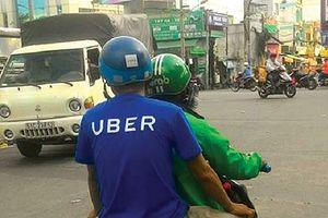 Ngày đầu dừng Uber, tài xế Grab than ế, gửi đơn kêu cứu