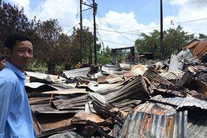 Bộ trưởng Bộ GD&ĐT hỗ trợ gia đình giáo viên và học sinh có nhà bị cháy tại Cà Mau