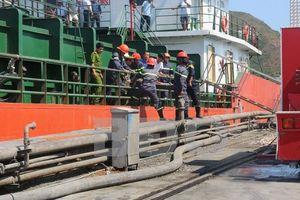 Bình Định: Dọn mật mía dưới hầm tàu, 3 thủy thủ ngạt khí tử vong