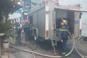 TP.HCM: Cháy nhà giữa trưa, cứu cụ ông 70 tuổi mắc kẹt bên trong