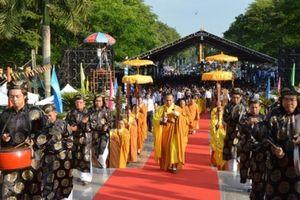 Hơn 7.000 người vui Tết Thanh minh tại Hoa viên nghĩa trang Bình Dương