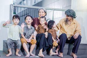 Vợ chồng Lý Hải - Minh Hà rủ rê 4 con nhỏ đóng MV gây sốt