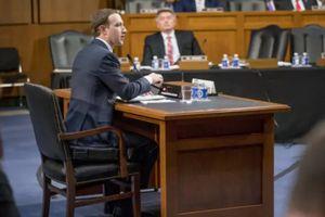 Vì sao Mark Zuckerberg mặc vest, ngồi đệm cao 10 cm khi điều trần?