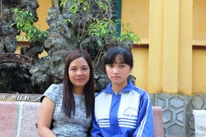 Thầy Nguyễn Lân Dũng tiếp lửa ước mơ cho nữ sinh mồ côi mong thành bác sĩ
