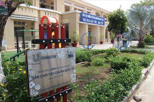 Vụ cô giáo quỳ ở Long An: Có 15 cơ quan báo chí phải đính chính