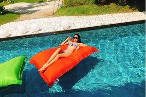 Hoa hậu Phạm Hương gây sốt với bikini 2 mảnh