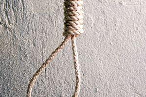 Cụ ông 86 tuổi tử vong trong tư thế treo cổ sau khi đâm vợ trọng thương