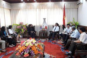 Đoàn Viện Cu Ba hữu nghị với các dân tộc thăm và làm việc tại Quảng Trị