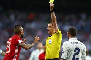Sao Bayern bức xúc khi Ronaldo đá thành công phạt đền