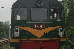 Cụ bà 80 tuổi đi trên đường ray, bị tàu hỏa kéo tử vong