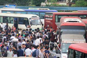 Nghỉ lễ 30-4: Tàu xe căng thẳng vì nhu cầu du lịch tăng cao