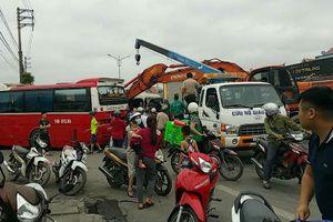 Quảng Ninh: Xe du lịch đi lễ đền Cửa Ông va chạm với xe khách, nhiều người bị thương