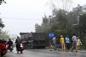 Phú Thọ: Xe tải va chạm xe ben, tài xế xe tải tử vong trong cabin