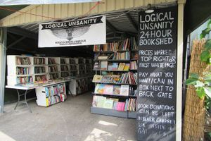 Hiệu sách không người bán, khách tùy ý trả tiền bởi lý do không ai ngờ đến